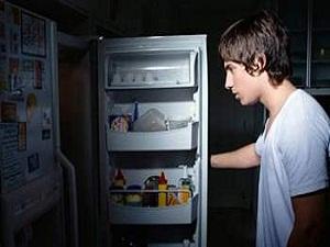 Photo of الأكل في أوقات متأخرة من الليل يسبب الغباء