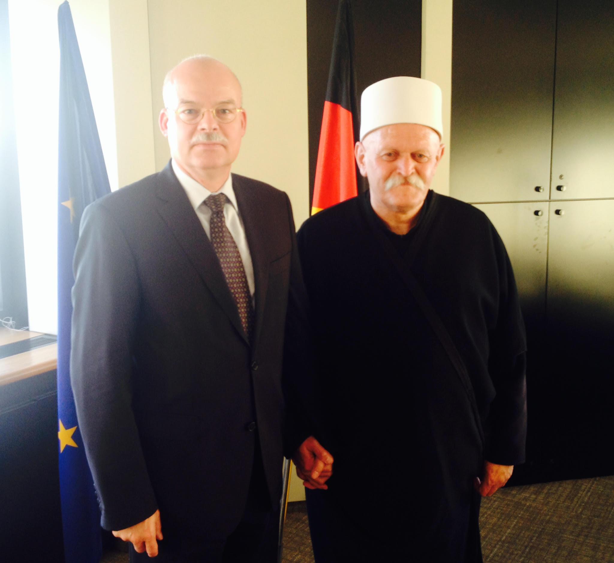 Photo of الشيخ طاهر ابو صالح يلتقي السفير الالماني ويبحث معه شؤون الجولان