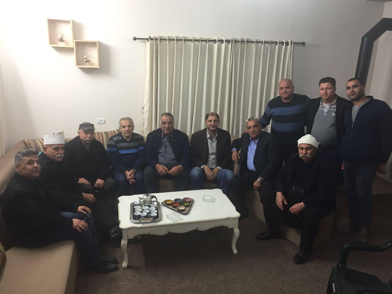 Photo of لقاء مع الشاعر يحيى عطاالله في يركا وتواصل الاهل مع ذويهم في سورية