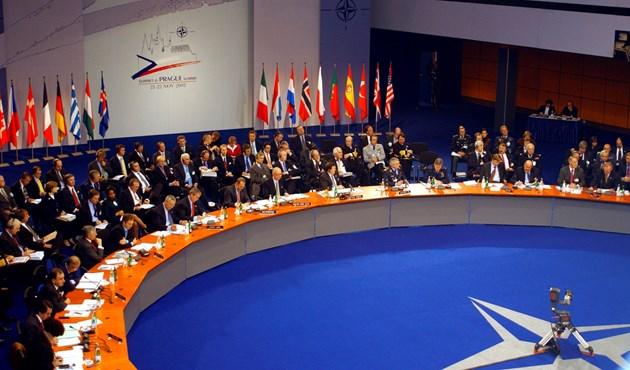Photo of الناتو يحذر تركيا بعدم الوقوف إلى جانبها في حال التصعيد العسكري مع موسكو