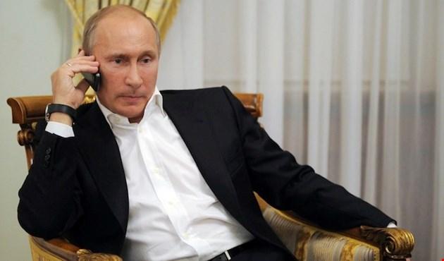 Photo of بوتين في اتصال مع رؤساء أوروبيين: الإنتخابات في سوريا لن تعرقل عملية السلام