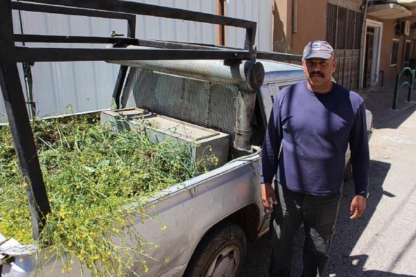 """Photo of """"رائف عماشة """" عامل مجلس محلي بقعاثا يعترض على معاملة المجلس له"""