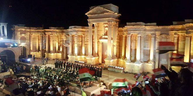 "Photo of برعاية الرئيس الأسد وتخليدا لذكرى الشهداء.. فعالية ""بوابة الشمس"" على مسرح مدينة تدمر الأثري- فيديو"