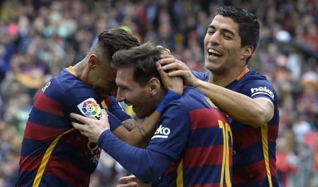 Photo of برشلونة وريال مدريد يواصلان السباق على اللقب وأتلتيكو خارجه