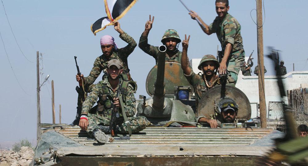 Photo of الجيش السوري يقترب من تقاطع الطبقة، ويحبط محاولة هجوم لداعش بالقرب من منطقة أثريا
