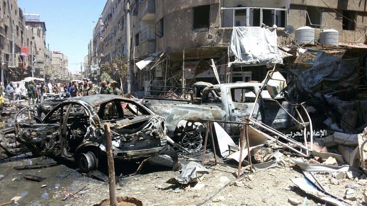 Photo of 60 شهيداً ومحافظ ريف دمشق يتفقد موقع التفجيرات الإرهابية