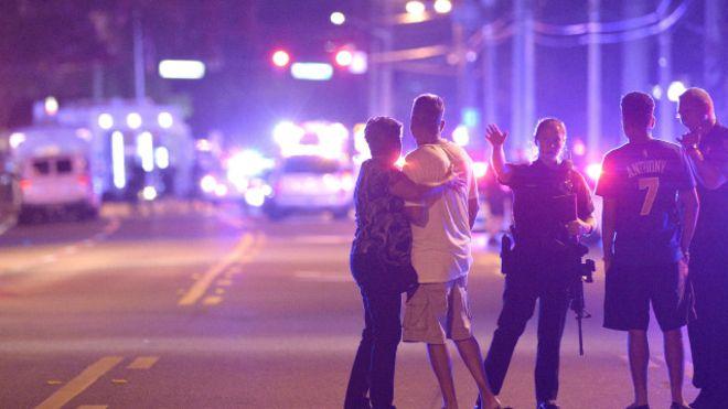 "Photo of 20 قتيلا في حادث إطلاق نار ""إرهابي"" داخل ناد ليلي للمثليين بولاية فلوريدا"