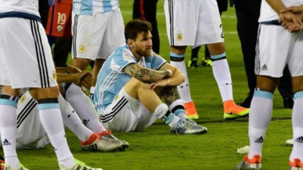 Photo of ليونيل ميسي يعتزل اللعب الدولي مع منتخب الأرجنتين