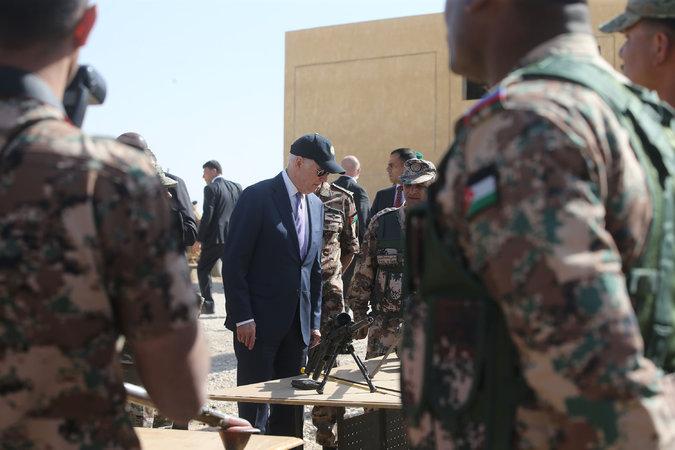 Photo of أسلحة أمريكا والسعودية تسرق وتباع لتجار السلاح بالأردن