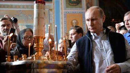 بوتين يدعو إلى عدم نسيان العسكريين الروس الذين ضحوا بحياتهم في سورية