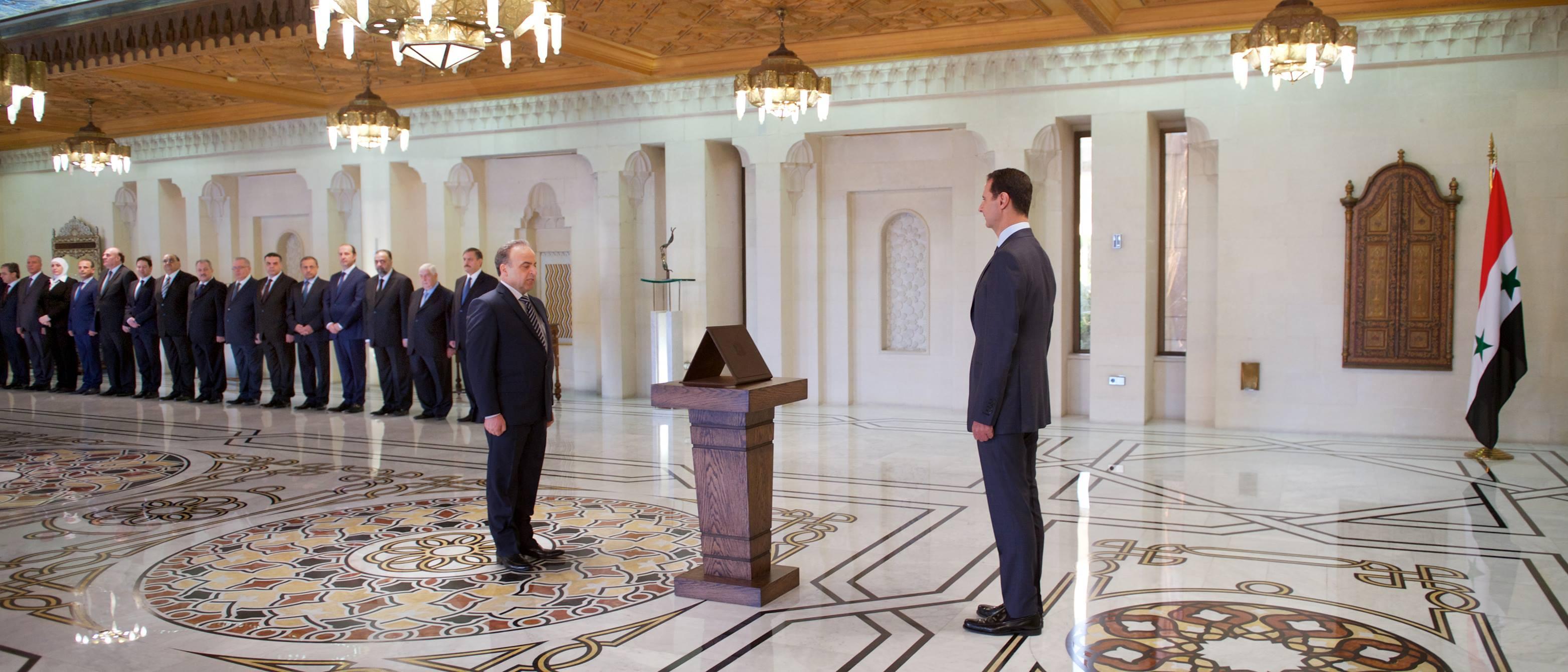 Photo of الحكومة الجديدة تقسم اليمين أمام الرئيس الأسد