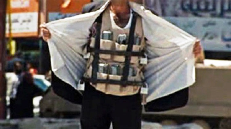 Photo of داعشي يفجر نفسه بعدد من متزعمي مجموعات إرهابية بدرعا