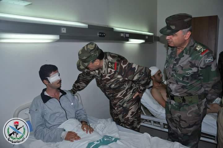 Photo of وزير الدفاع يزور جرحى الجيش بمشفى تشرين العسكري