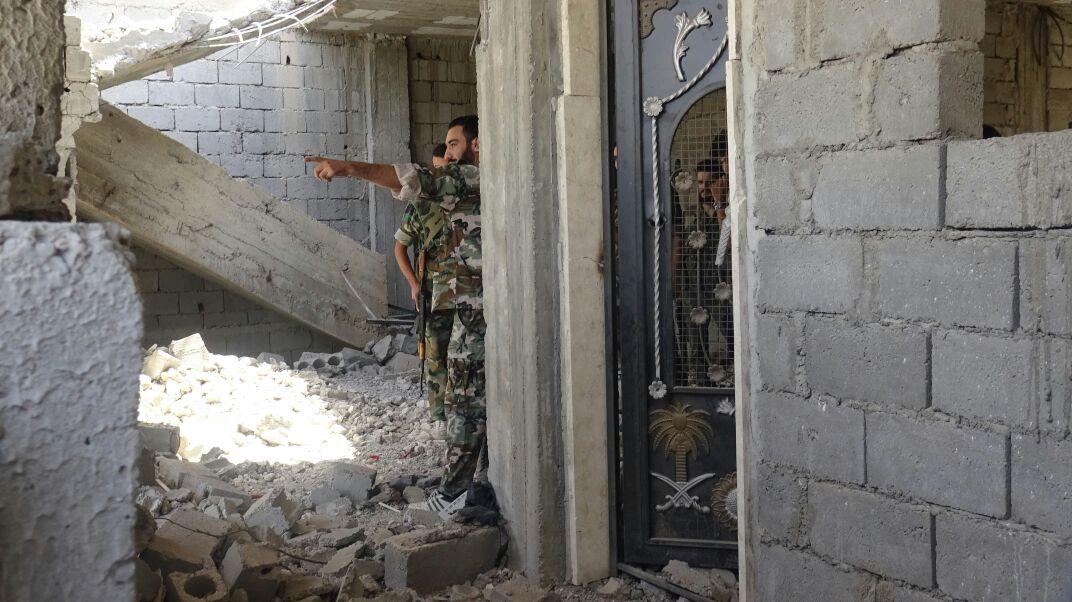 Photo of الجيش يتقدم باللاذقية ويقصف داعش بدرعا
