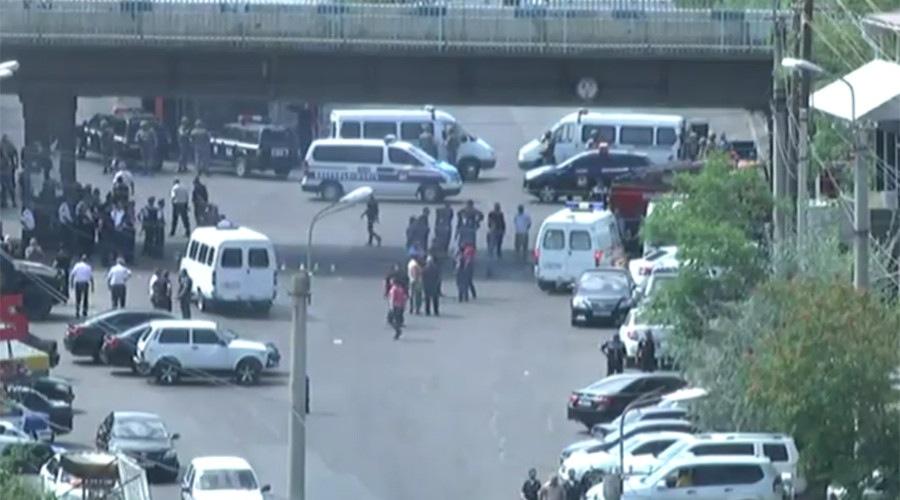 Photo of احتجاز رهائن بمركز للشرطة في العاصمة الأرمينية يريفان