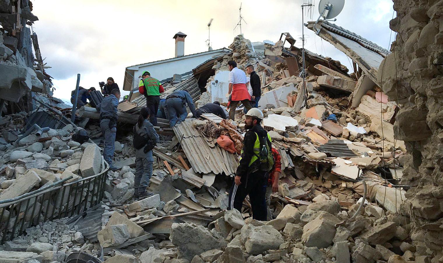 Photo of زلزال مدمر يضرب وسط إيطاليا