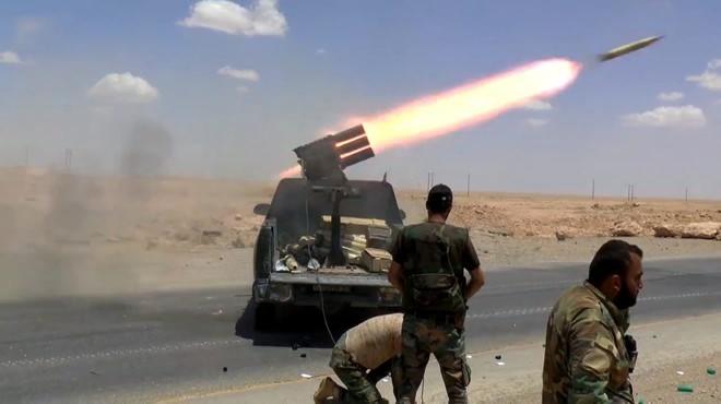 Photo of الجيش يحرق صهاريج داعش بريف السويداء
