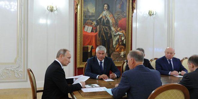 Photo of بوتين يبحث مع أعضاء مجلس الأمن القومي الروسي الوضع في سورية