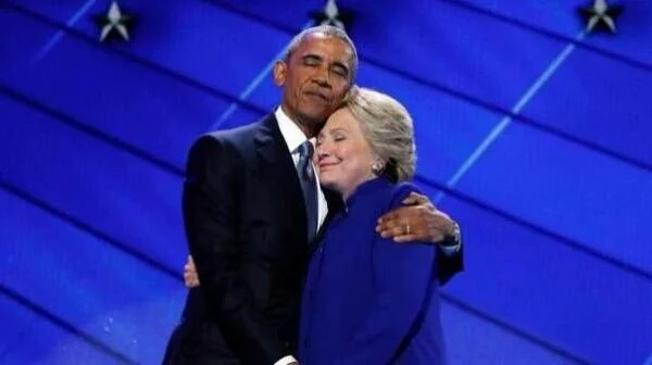 "Photo of أوباما يندّد بالانتقادات ""الظالمة"" لهيلاري كلينتون"