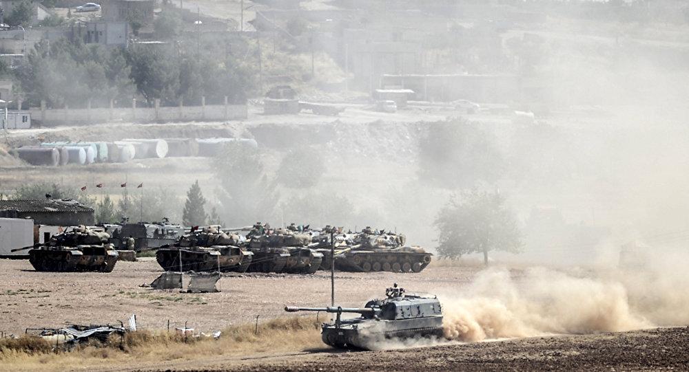Photo of تعزيزات عسكرية تركية قرب الحدود