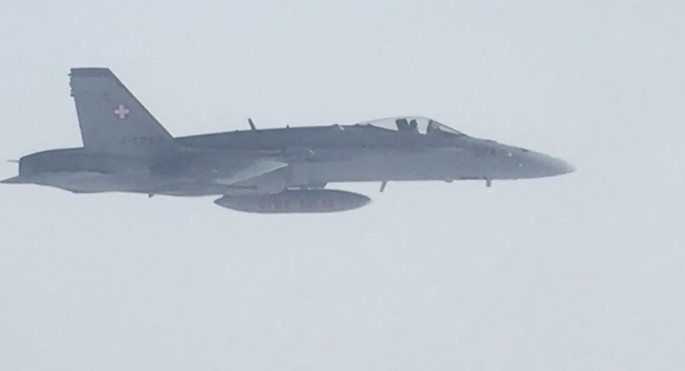 Photo of مقاتلات سوسرية تحلق بجانب طائرة حكومية روسية!