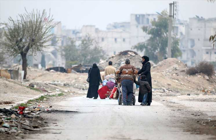 Photo of الإعلام السوري يبسط سيطرته شرقي حلب… وجيش من المراسلين والفنيين وسط دخان المعارك