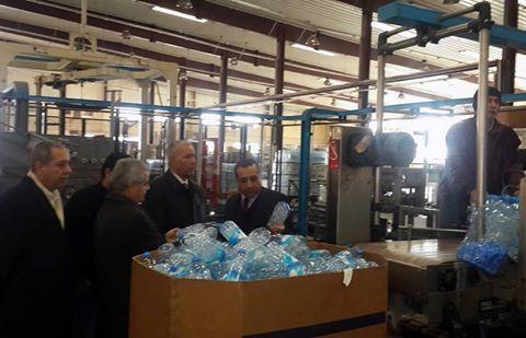 Photo of وزير الصناعة يتفقد معمل تعبئة مياه الفيجة