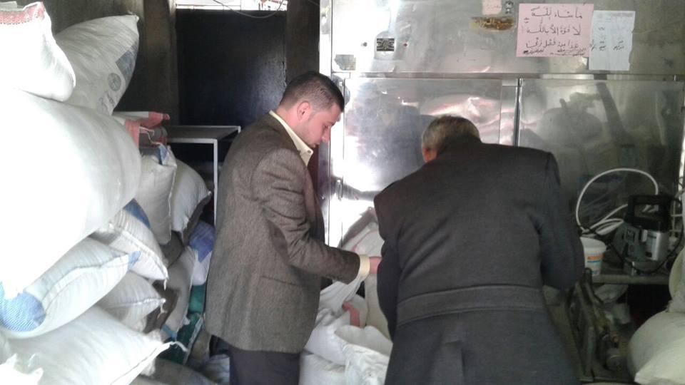 Photo of تموين درعا تضبط مستودع اتجار بالمواد الإغاثية