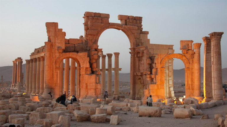 "Photo of اليونسكو: تدمير أثار تدمر ""جريمة حرب"""