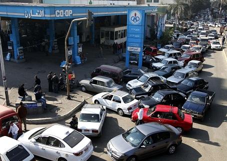 Photo of أزمة البنزين بساعاتها الأخيرة