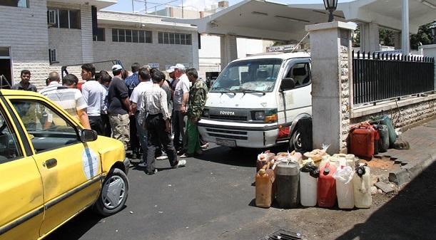 Photo of النفط تدرس رفع المازوت للقطاع الخاص الى 290