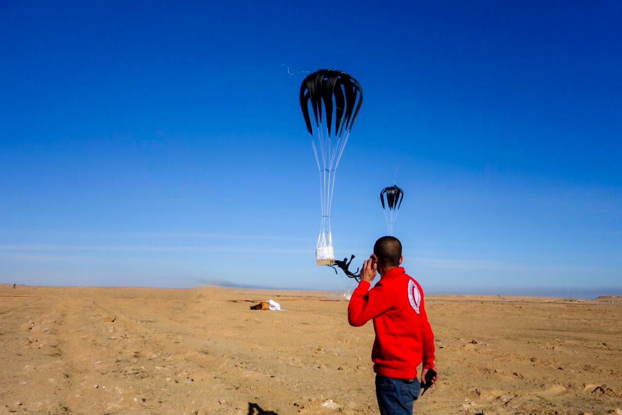 Photo of مساعدات غذائية وانسانية تصل دير الزور