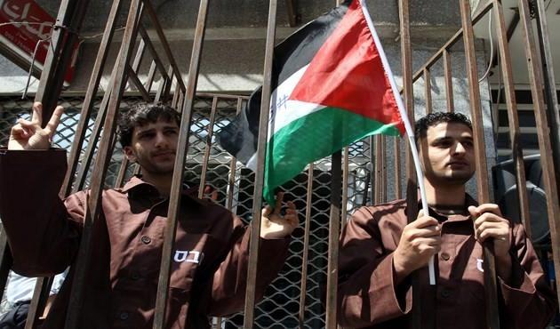 """Photo of إضراب مفتوح عن الطعام لـ """"الأسرى الفلسطينيين"""" في سجون الاحتلال"""