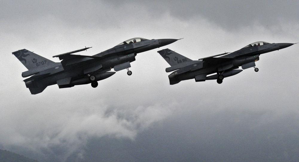 "Photo of طيران التحالف الدولي يقصف 4 سيارات تقل إرهابيي""داعش"" غربي محافظة الأنبار"