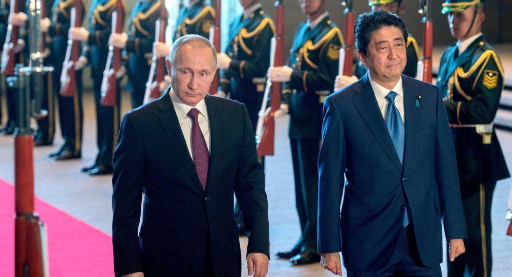 """Photo of رئيس وزراء اليابان يستنجد بـ""""بوتين"""" لإيقاف كوريا الشمالية"""