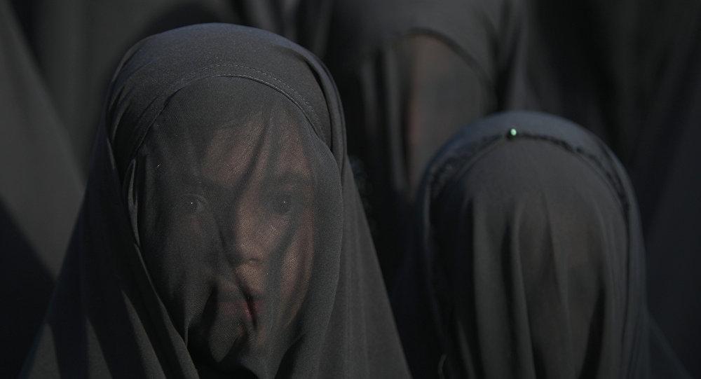 "Photo of سياسي بريطاني يطالب بحظر اللباس ""الشرعي"""