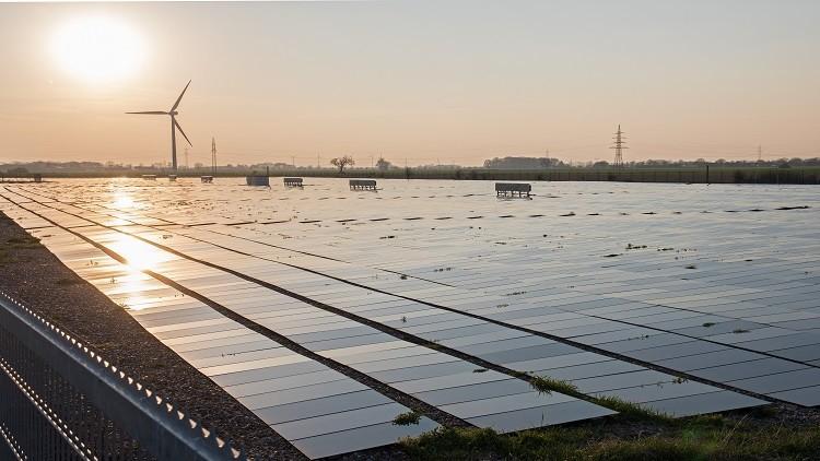 Photo of الجزائر تعتزم بناء 3 محطات للطاقة الشمسية