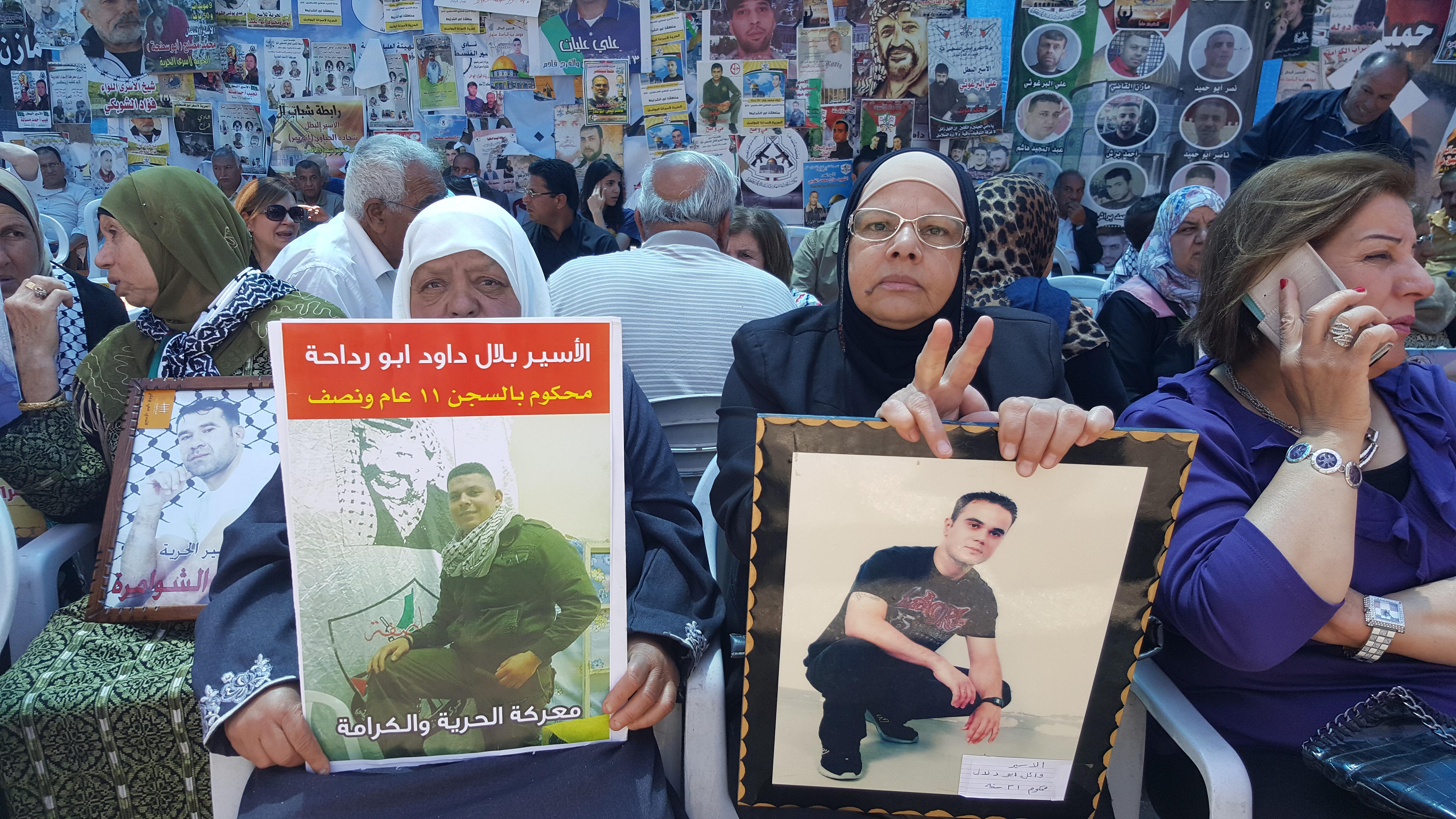Photo of اهالي الاسرى يناشدون المجتمع الدولي لانقاذ ابنائهم