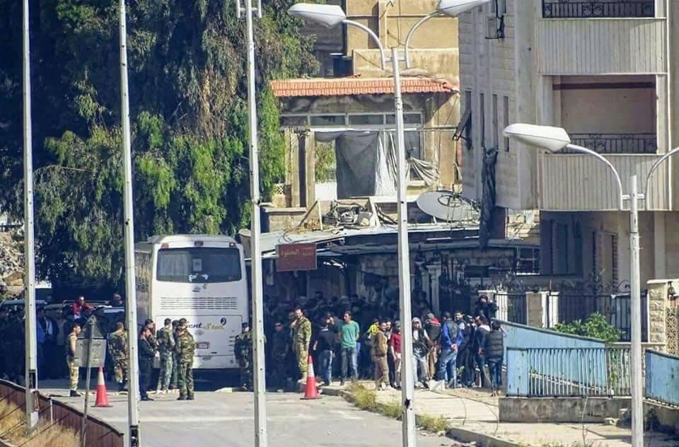 "Photo of خروج الدفعة الاولى من إرهابيي ""برزة"""