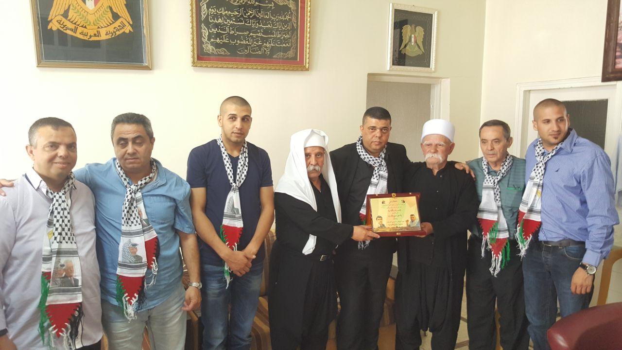 Photo of وفد من الاسرى المحررين يزور منزل الاسير صدقي المقت