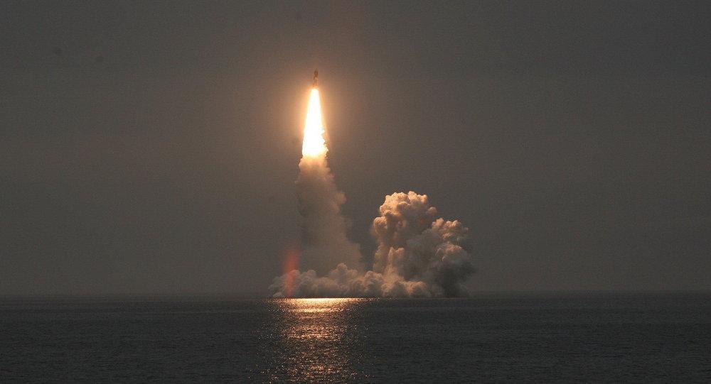 Photo of غواصة نووية روسية تطلق أحدث الصواريخ العابرة للقارات