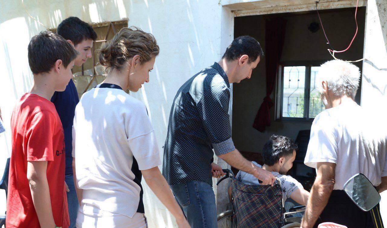 Photo of الأسد يزور جرحى الجيش بريف حماة
