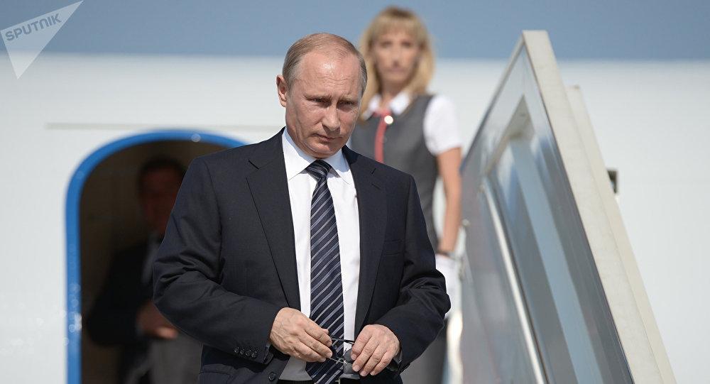 "Photo of بوتين يصل مدينة هامبورغ الألمانية للمشاركة بقمة ""العشرين الكبار"""