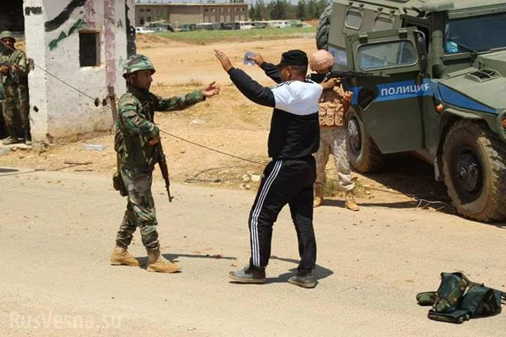 Photo of بالصور- إرهابيو ريف حماة يسلمون أنفسهم للجيش