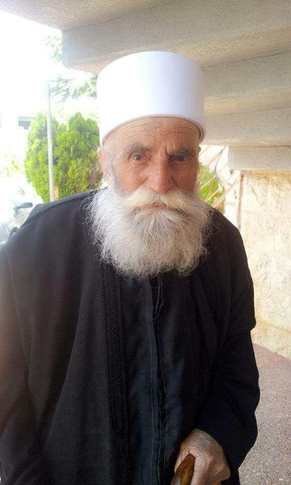 Photo of سماحة الشيخ نصر الدين الغريب يعزي بالمرحوم الشيخ خزاعي ابو عواد