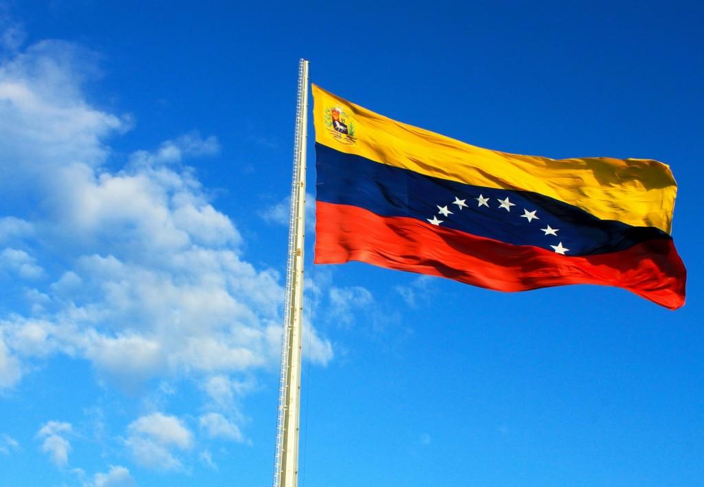 Photo of الولايات المتحدة تأمر عائلات دبلوماسييها بمغادرة فنزويلا