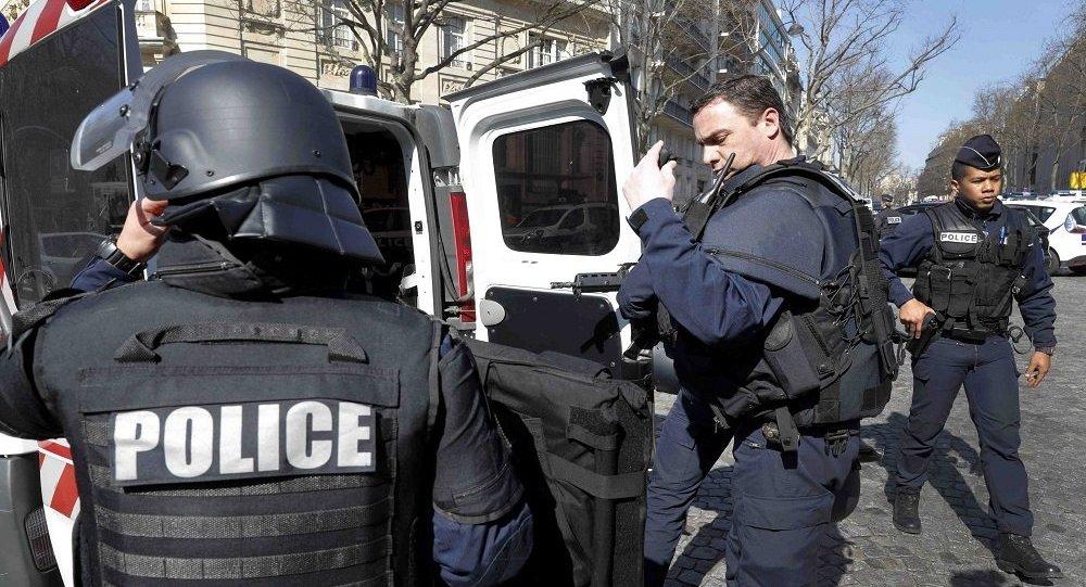 Photo of إصابة جنود فرنسيين بحادث دهس في باريس