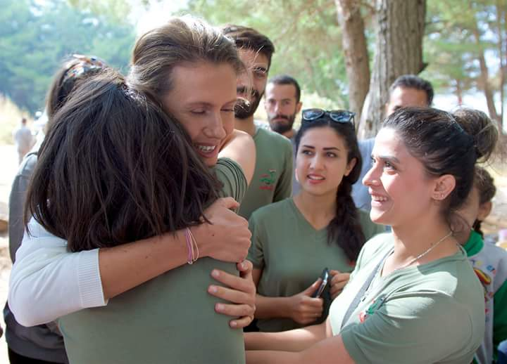 "Photo of السيدة الأولى تزور معسكر ""راية الشهيد"" باللاذقية"