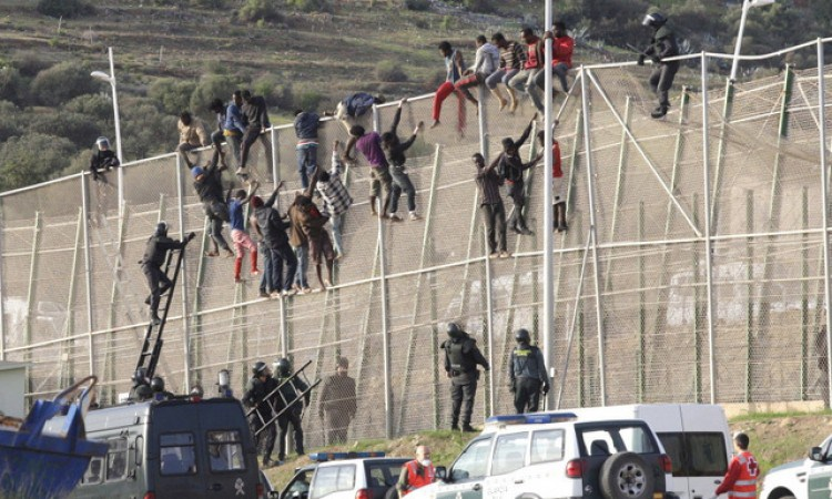 Photo of 700 مهاجر غير شرعي حاولوا عبور الحدود بين المغرب وإسبانيا