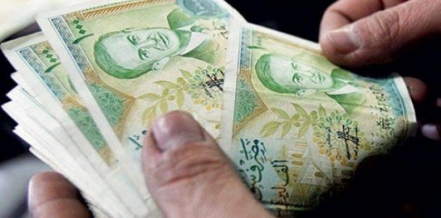 Photo of وزير الاقتصاد يتحدث عن زيادة رواتب موظفي القطاع العام